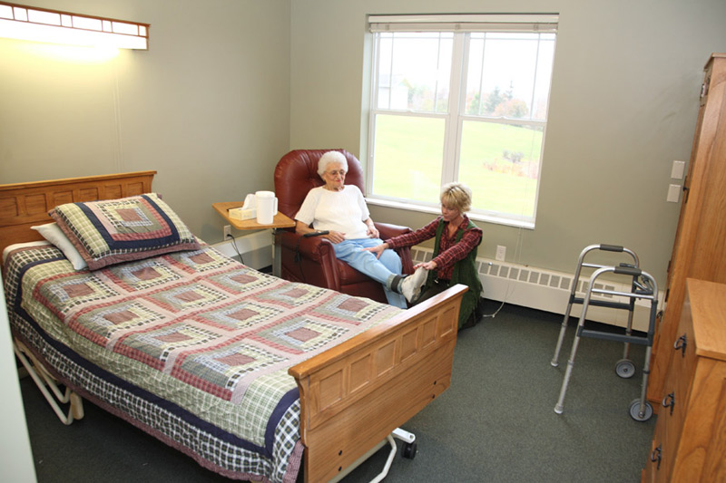Auburn Home in Waconia skilled nursing care - bedroom